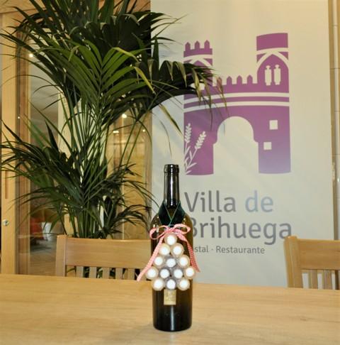 Botellas navideñas en el Villa de Brihuega.